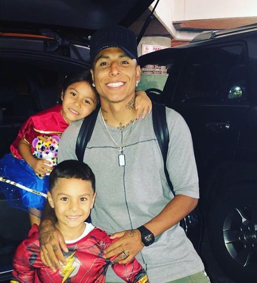 Raul Ruidiaz with his kids