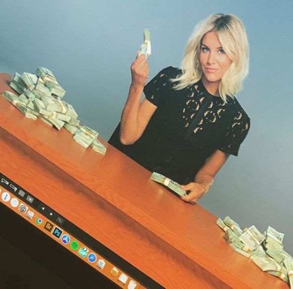 Charissa Thompson counting and showing money