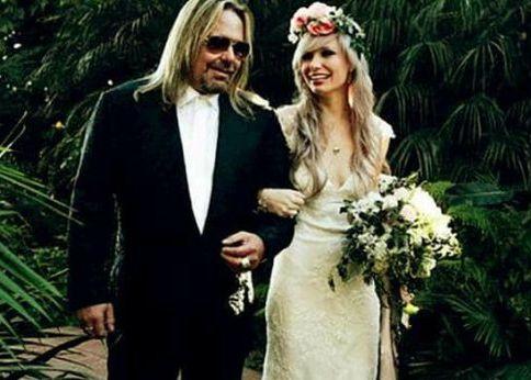 Elizabeth Ashley Wharton with her father in her wedding day