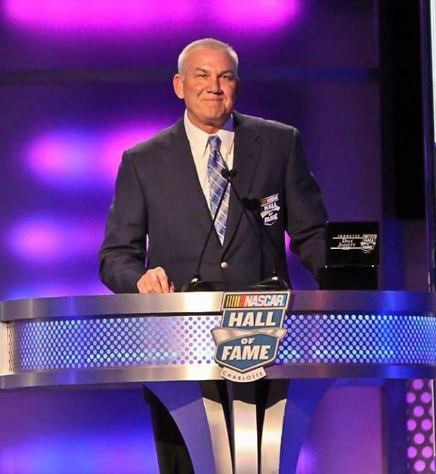 Dale Jarrett givinh speech after included in Hall of Fame