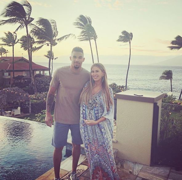Evander Kane shared her wife photo when she was pregnant