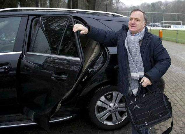 Dick Advocaat coming out from his car