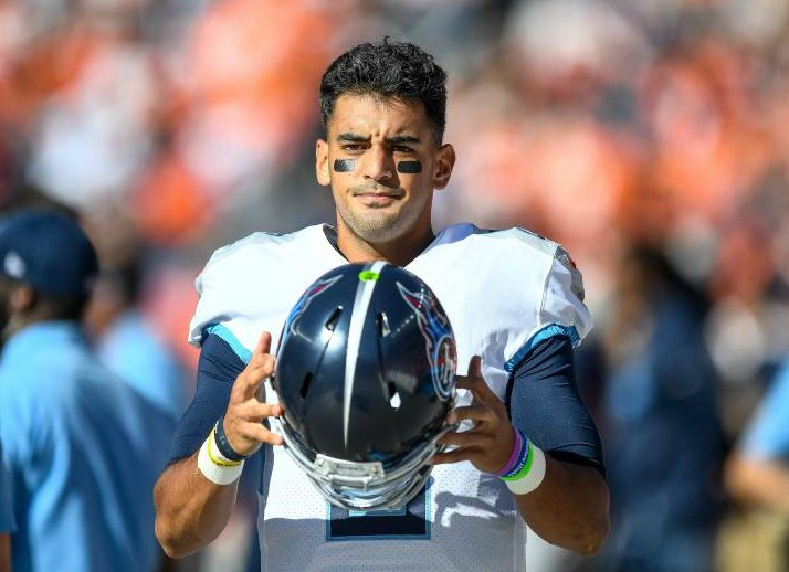 Marcus Mariota playing for his team