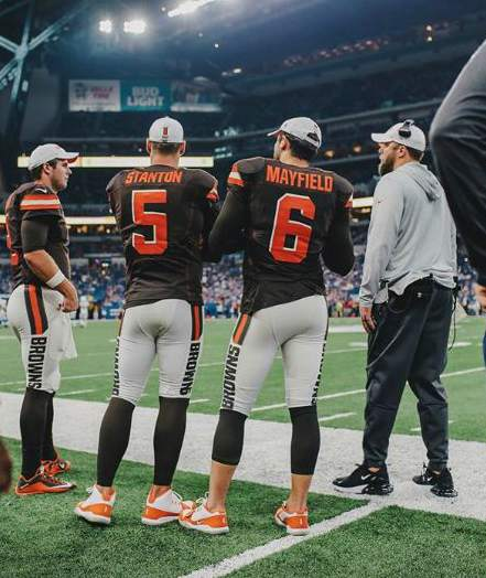 Baker Mayfield with his team mates