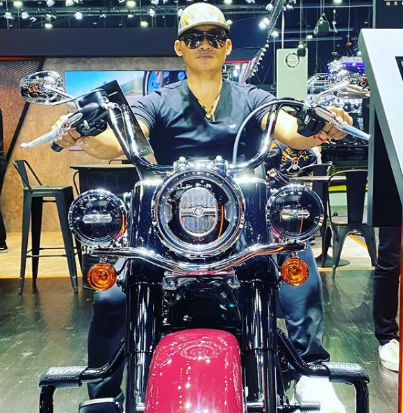 Piyarat Chotiwattananont's husband Tony riding the bike