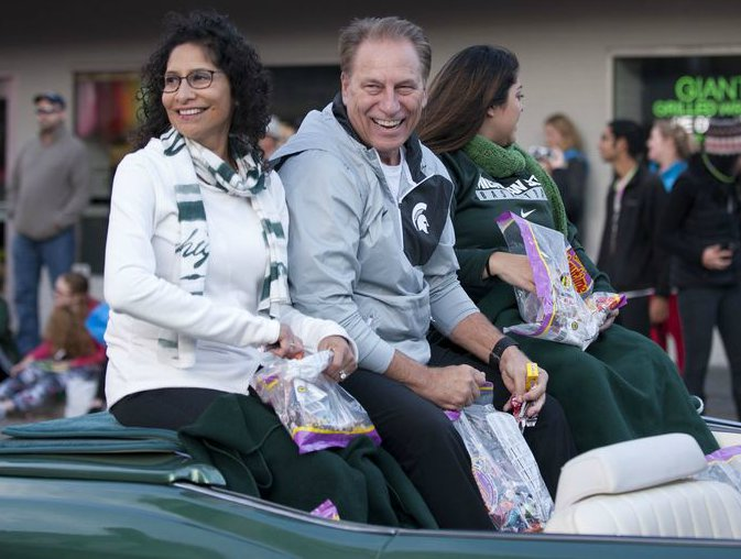 Lupe Marinez Izzo with her husband Tom Izzo enjoying ride on car