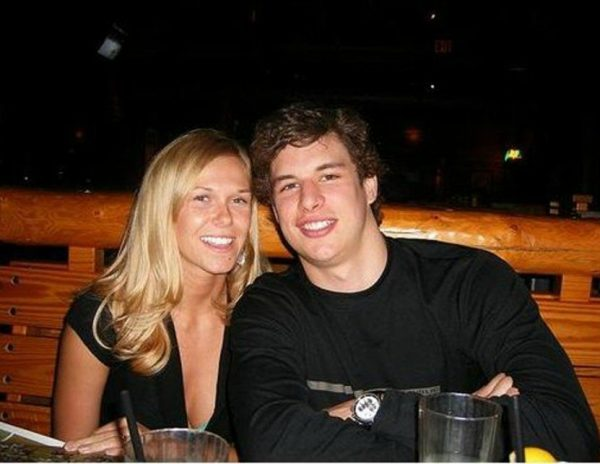Sidney Crosby with his girlfriend
