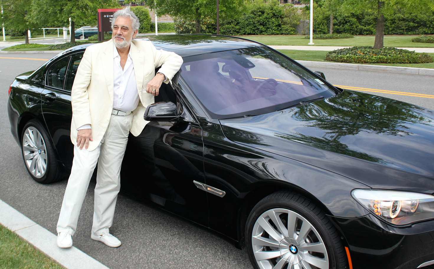 Placido Domingo posing for photo with his car