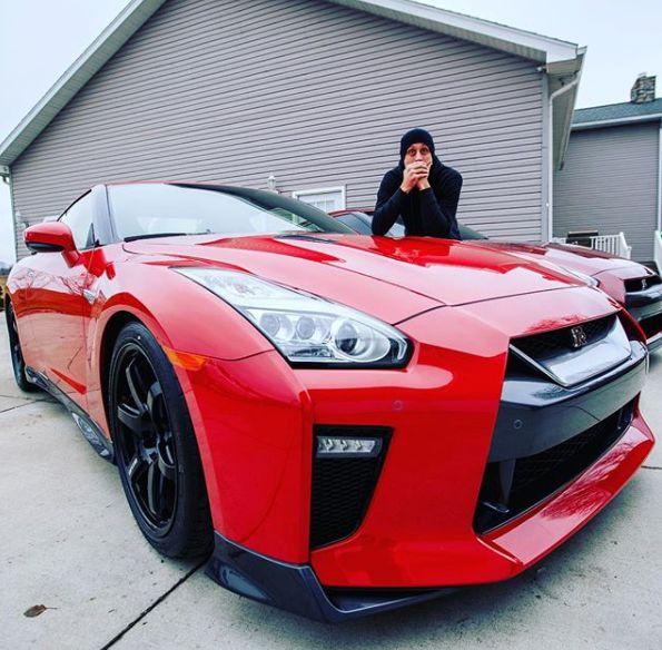 Shanna Riley ex-husband Roman clicking photo with his car