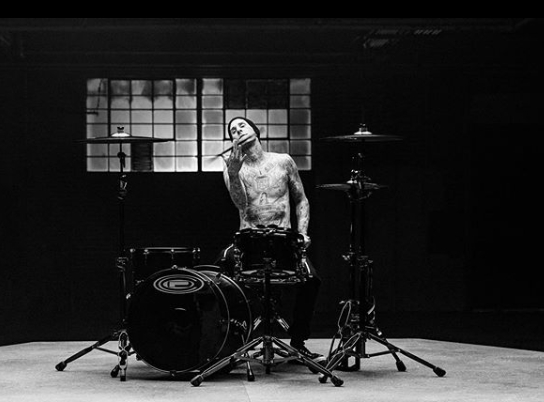 Travis Barker playing the drumset