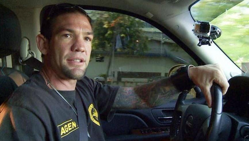 Maui's ex-husband Leland driving the car
