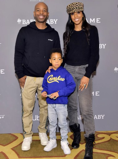 Tim Weatherspoon with his wife Kelly and their son