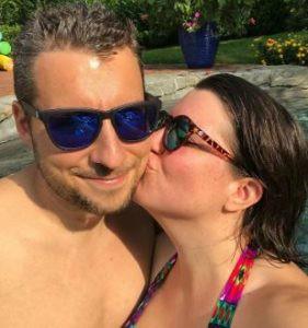 Ellen Hamilton Latzen kissing her boyfriend Dave