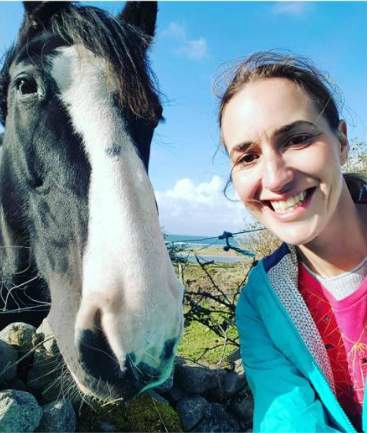 Honey Hollman clicking selfie with horse