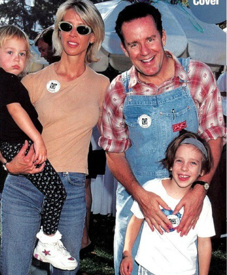 Sean Edward Hartman with his parents' and siblings in his childhood picture