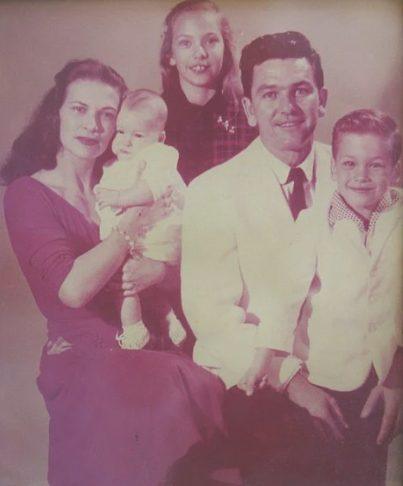 Sean Kyle Swayze's siblings childhood picture with his parents