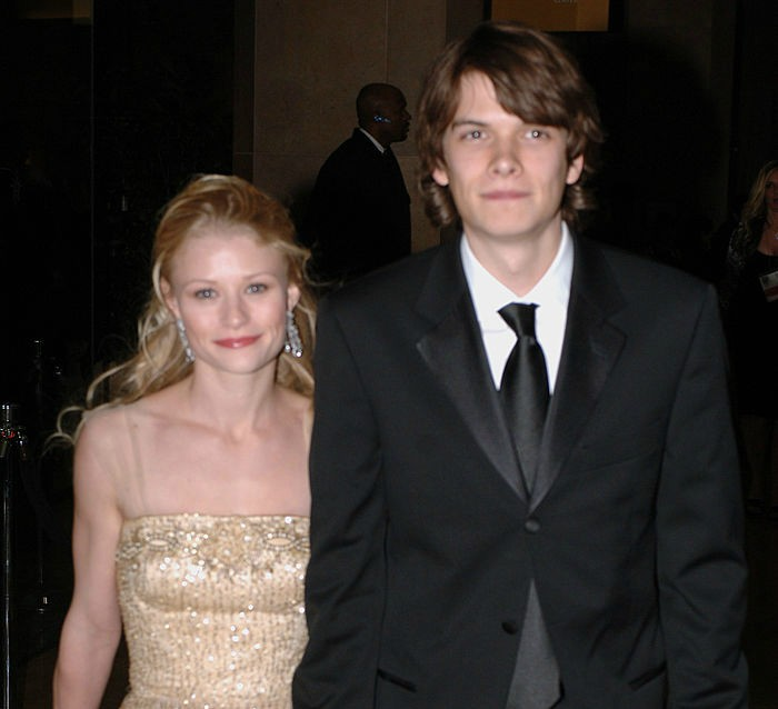 Emilie de Ravin and Josh Janowicz during HBO 2006 Golden Globes After Party - Inside at Aqua Star Pool at the Beverly Hilton Hotel in Beverly Hills, California, United States