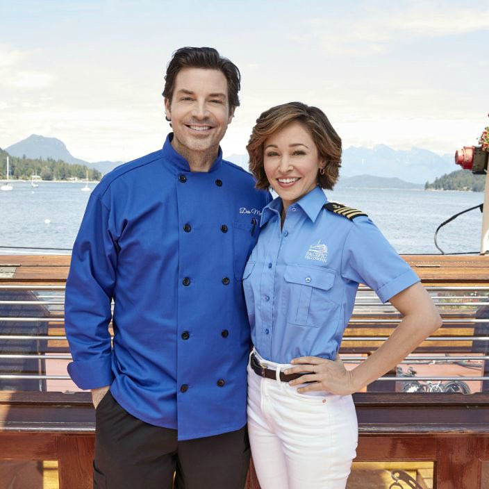 Brennan Elliott clicking picture with his co-actor