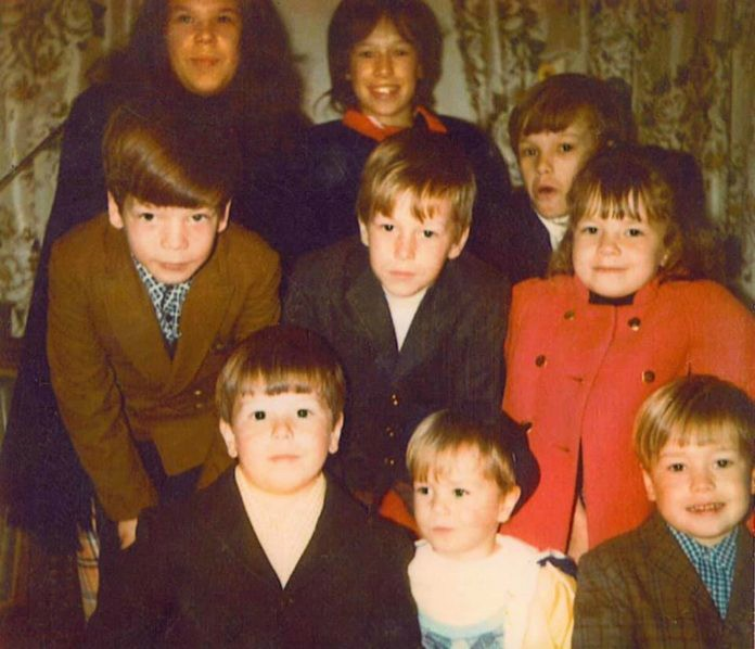 Arthur Wahlberg childhood picture with his siblings
