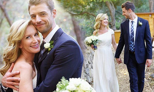 Joshua Snyder wedding picture with his wife Angela Kinsey