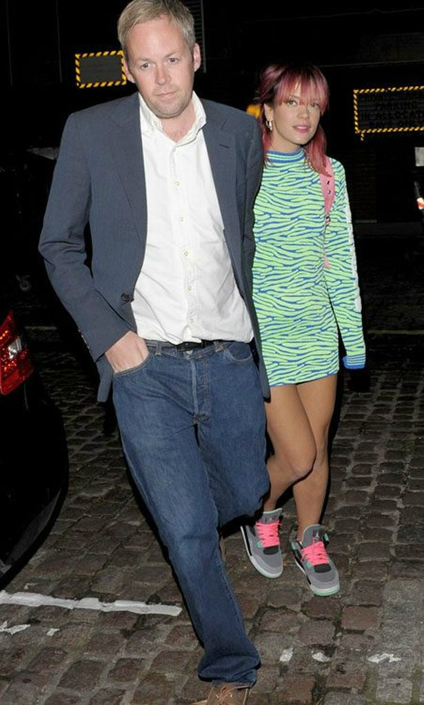 Lily Allen walking along with her ex-husband Sam Cooper