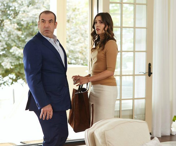 Carly Pope acting with her co-star