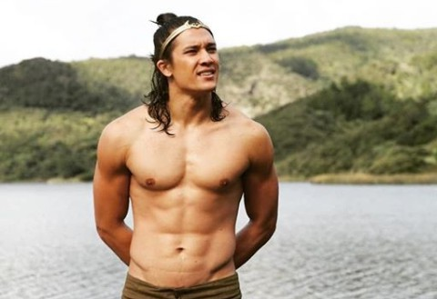 Chai Hansen showing his body