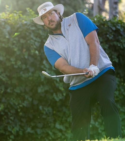 Tanner Beard playing the golf
