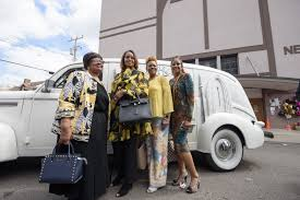 Caption :Clark's sisters posing the photo with car