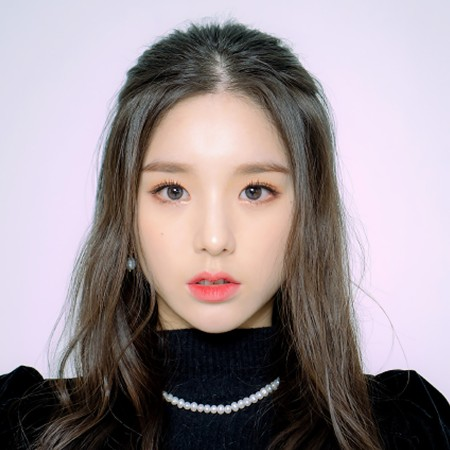 Who is HeeJin's Boyfriend? Bio, Age, Sisters, Birthday, Net Worth, Height